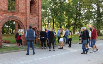 """26.septembrī  Aknīstē- Dienvidsusējas senielejas pilsētā tika dots starts rudens autofotoorientēšanās braucienam """"Pierobeža 2020""""."""